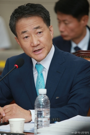 [사진]답변하는 박능후 보건복지부장관 후보자