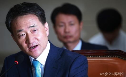 [사진]박능후 '지인에게 투표하려 위장전입...어려서 잘 몰랐다'