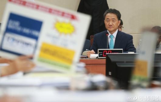 [사진]질의받는 박능후 복지부장관 후보자 인사청문회