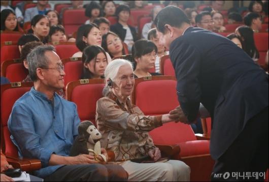 [사진]국회 찾은 '침팬지 할머니' 제인구달 박사