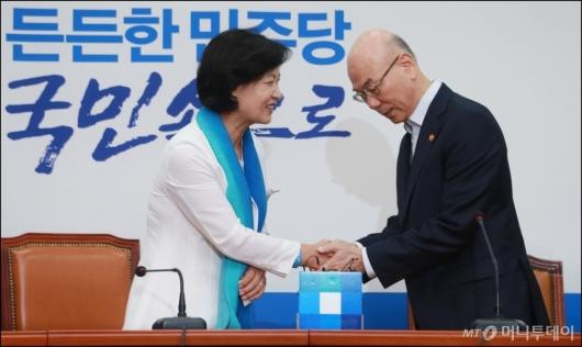[사진]이효성 방통위원장, 추미애 민주당 대표 예방
