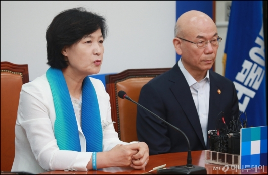 [사진]이효성 방통위원장 접견한 추미애 민주당대표
