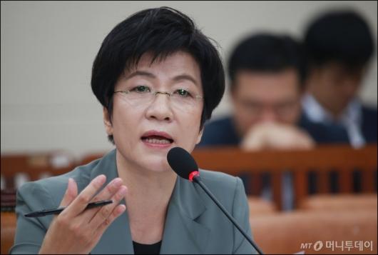 [사진]답변하는 김영주 고용노동부 장관 후보자
