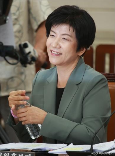 [사진]청문회 준비하는 김영주 장관 후보자