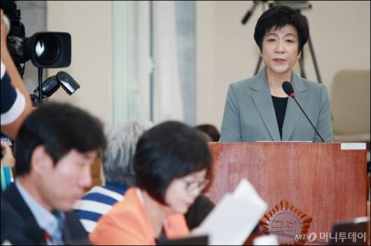 [사진]모두발언하는 김영주 고용노동부장관 후보자