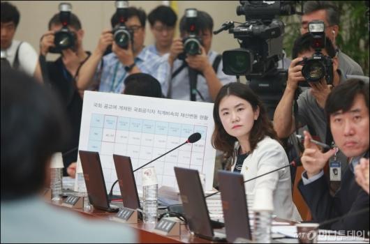[사진]증여세 탈루 의혹 제기하는 신보라 의원