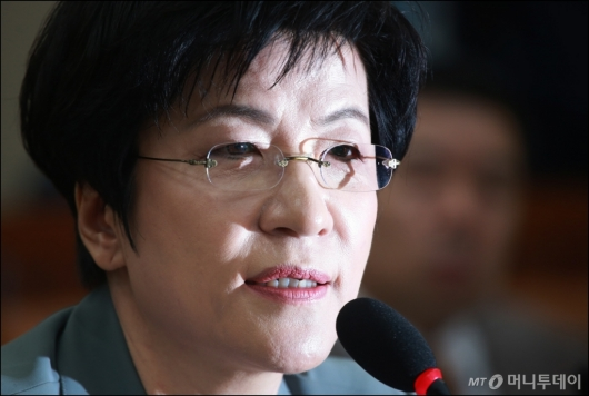 [사진]김영주 고용부장관 후보자 '증여세 탈루 의혹 송구'