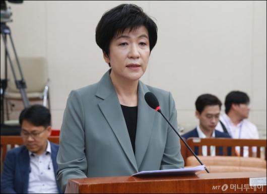 [사진]모두발언하는 김영주 고용노동부 장관 후보자