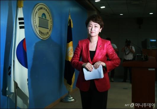 [사진]출사표 던진 이언주 원내수석