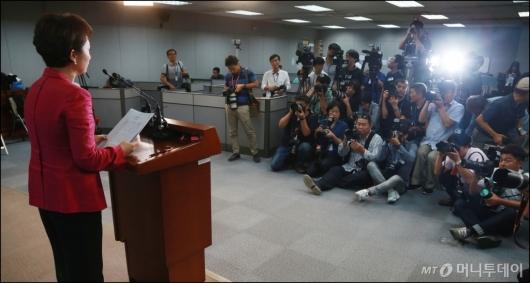 [사진]이언주 당대표 출마 '관심집중'
