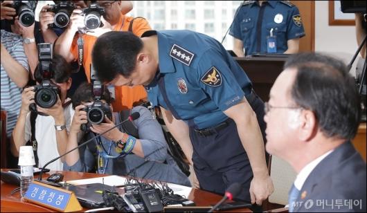 [사진]고개숙인 이철성 경찰청장