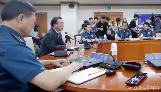 [사진]사과 발언하는 김부겸 장관