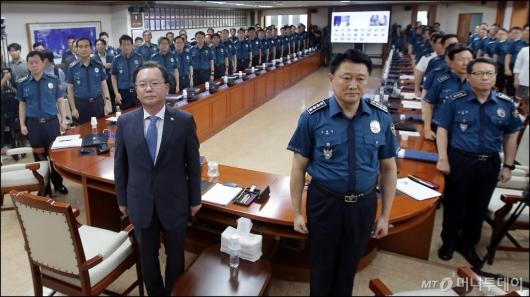 [사진]경찰 소집 회의 갖는 김부겸 장관
