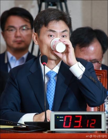 [사진]송곳 검증 받는 박성진 중소벤처부 장관 후보자