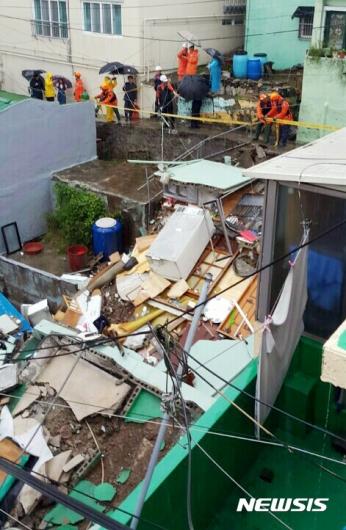 [사진]집중호우로 붕괴된 부산 주택