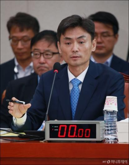 [사진]답변하는 박성진 중소벤처부 장관 후보자