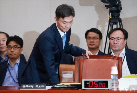 [사진]인사청문회 출석하는 박성진 장관 후보자