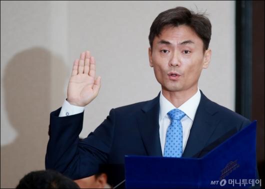 [사진]선서하는 박성진 장관 후보자