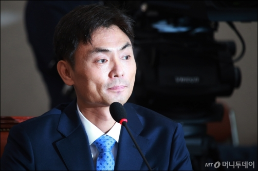 [사진]굳은 표정의 박성진 장관 후보자