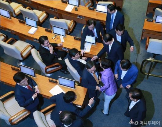 [사진]김이수 인준안 부결...기뻐하는 자유한국당