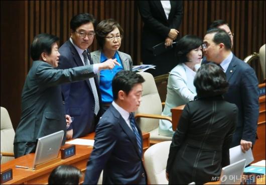 [사진]김이수 인준안 부결...심각한 민주당