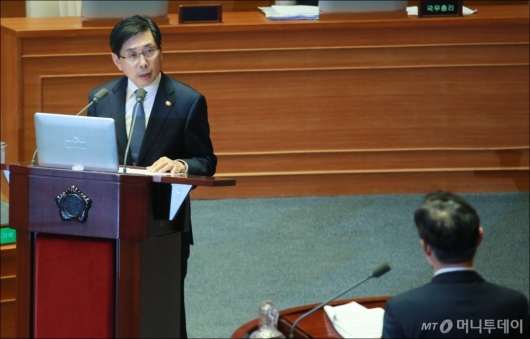[사진]대정부질의 나선 박상기 법무장관