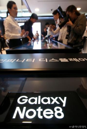 [사진]갤럭시노트8에 쏠린 관심