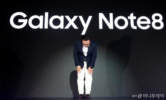 [사진]갤럭시노트8 소개하는 고동진 삼성전자 사장