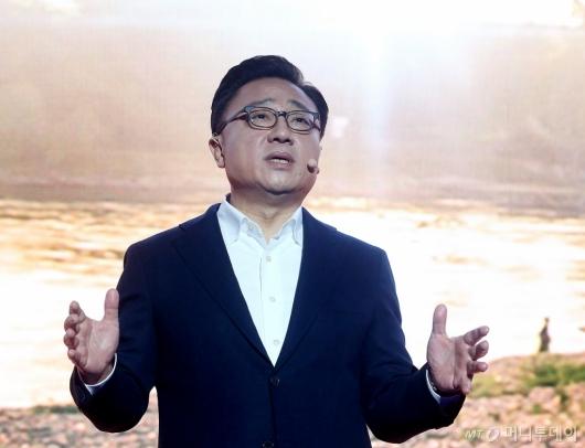 [사진]갤럭시노트8 설명하는 고동진 사장