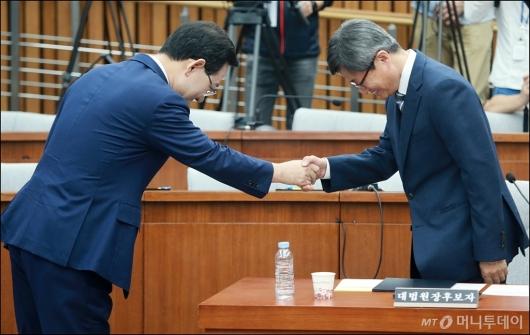 [사진]김명수 대법원장 후보자 인사청문회 '잘 부탁드립니다'