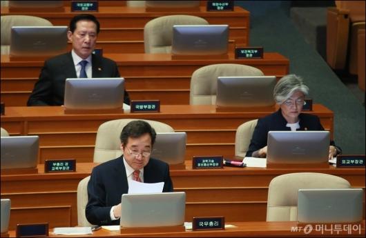 [사진]대정부질의 출석한 국무총리-국방·외교장관