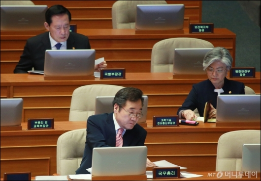 [사진]국무총리-외교·국방장관 '북핵 해결책은?'