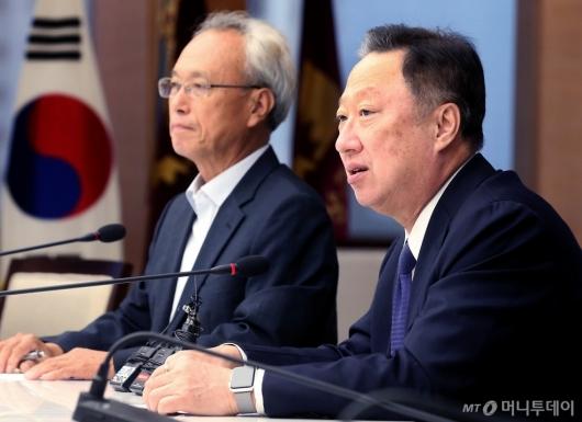 [사진]노사정위원장 접견하는 박용만 회장