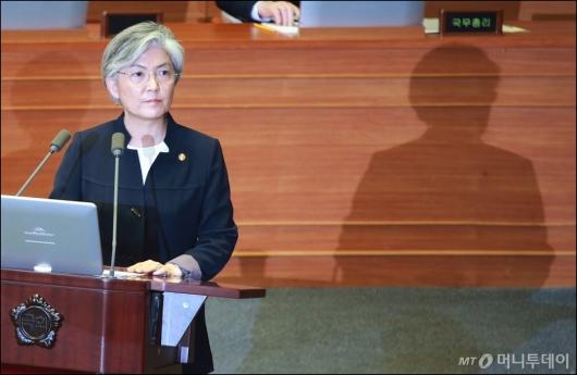 [사진]강경화 '우리 기본정책은 한반도 비핵화'