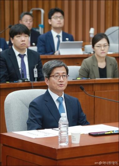 [사진]이틀째 인사청문회 출석한 김명수 대법원장 후보자