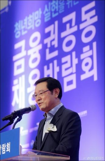 [사진]축사하는 이용섭 부위원장