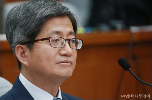 [사진]굳은 표정의 김명수 후보자