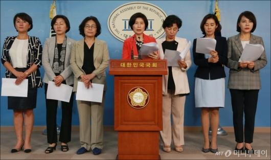 [사진]곽상도·김중로 여성비하 공개사과 요구하는 민주당 여성의원들