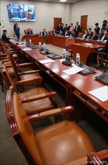 [사진]'박성진 부적격' 보고서 상정에 민주당 퇴장...사실상 묵인