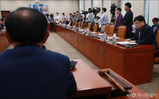 [사진]민주당 퇴장 속 '박성진 부적격' 채택