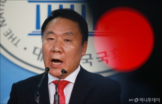 [사진]염동열 '강원랜드 채용청탁, 전부 보좌관이 한 일'