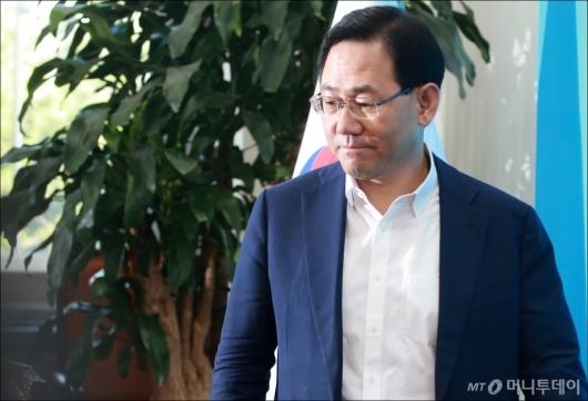 [사진]의원전체회의 참석하는 주호영 대표 권한대행