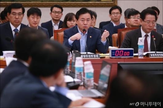[사진]농해수위 참석한 김영춘-김영록 장관