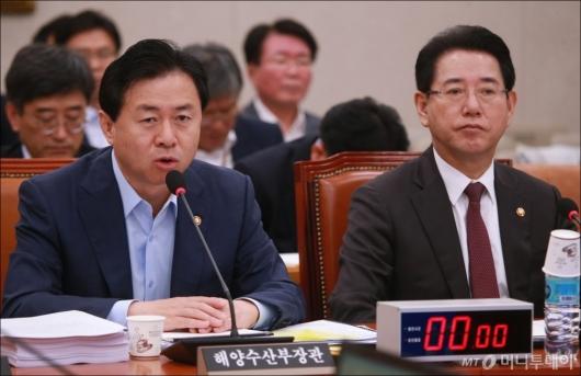 [사진]농해수위 출석한 김영춘-김영록 장관