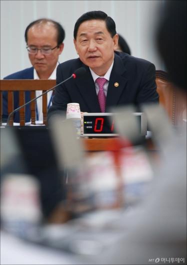 [사진]김상곤 부총리, 정개특위 출석