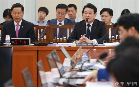 [사진]답변하는 김대년 선관위 사무총장