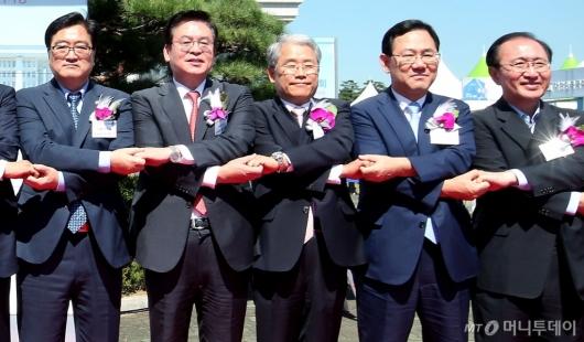 [사진]손잡은 여야 4당 원내대표