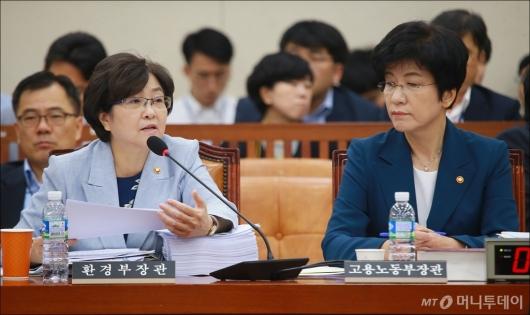 [사진]환노위 출석한 김영주-김은경 장관