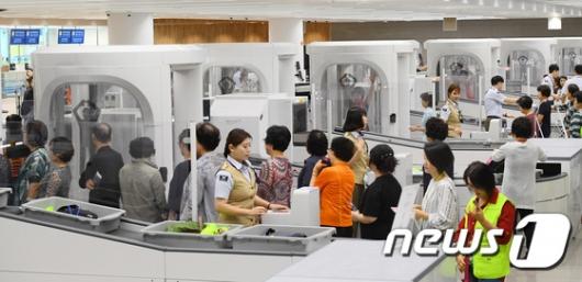 [사진]인천공항 제2터미널 전신 검색대