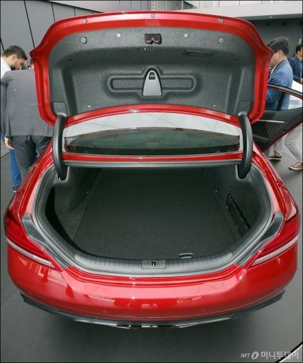 [사진]제네시스 G70, '넉넉한 트렁크'